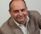 Luca Fumagalli – Classe 1963. Fin dai primi anni '90 si occupa di franchising come imprenditore, giornalista, consulente. Le prime esperienze con questa straordinaria formula sono partite da una azienda